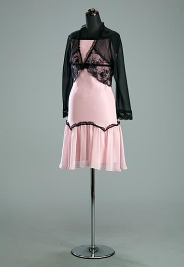 ピンクスリップドレス 黒ベルベテープフリルミニ
