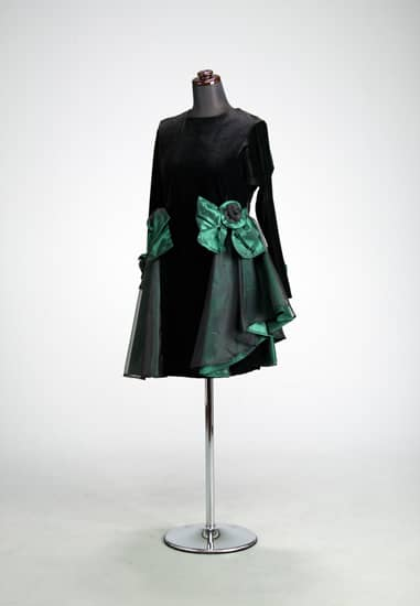 黒ベロアサイド グリーン/黒オーガンフリルコサージュ